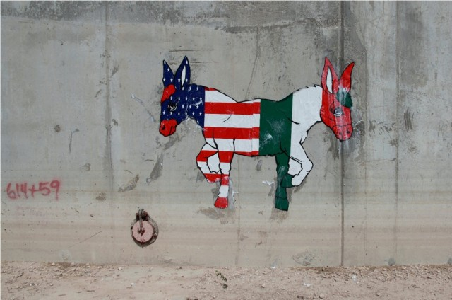 Street Artists jam the border wall